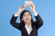 財布がピンチな時に…給料前借りサービスとは?