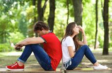 男女に聞く「付き合って後悔した人」の特徴