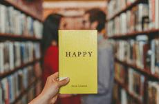 学歴は必要?「幸福度」に影響を与える要因とは