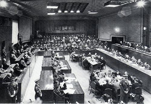 背景は第二次大戦後の国際裁判
