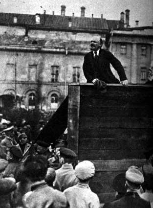 社会主義思想まん延の有無が明治維新と昭和維新の違い